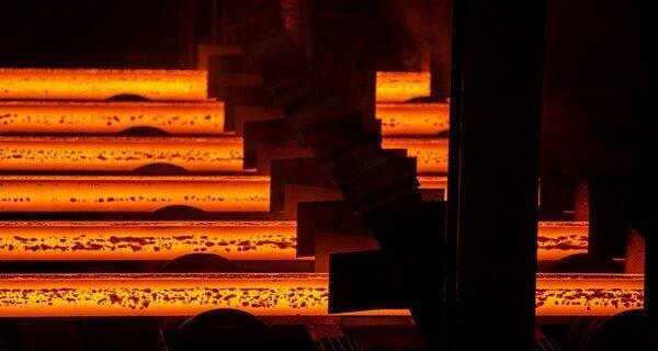 قیمتگذاری دستوری فولاد لغو شد/ عرضه کل زنجیره فولاد در بورس