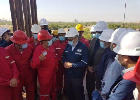 وزیر نفت وارد خوزستان شد/ بازدید از دکل حفاری ٢۵ فتح