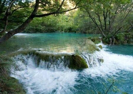 رودخانه زیبای کرج همچنان خروشان باقی میماند