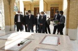 تجدید میثاق وزیر ارتباطات و فناوری اطلاعات با شهیدان انقلاب و دفاع مقدس در کنار قبور شهدای گمنام کیش